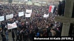متظاهرون في ساحة التحرير بالموصل