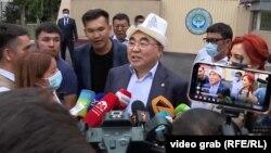 """Асқар Ақаев 2003 жылы Қырғызстан үкіметіне """"Құмтөр"""" кеніші жөніндегі келісімшартты қайта қарауға рұқсат бергенін өзінің """"ең үлкен қателігі"""" санайды."""