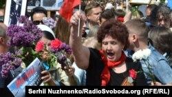 Біля «вічного вогню» у Києві, 9 травня 2016 року
