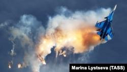 Демонстрационный полет российского истребителя Су-30. Иллюстрационное фото