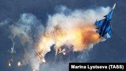 Российский самолет Су-30СМ