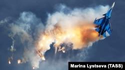 Російський літак Су-30СМ бере участь e повітряному шоу, архівне фото