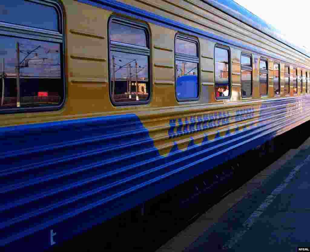 Russia -- A train from Moscow to Kaliningrad, Apr2007 - Baltiq buyındağı Kaliningrad ölkäse Rusiäneñ qalğan öleşennän gel ayırılğan ide. Läkin sovet çorında anda Rusiädän Belarus häm Litva aşa vizasız barıp bula ide.