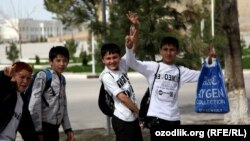Өзбекстандык мектеп окуучулары