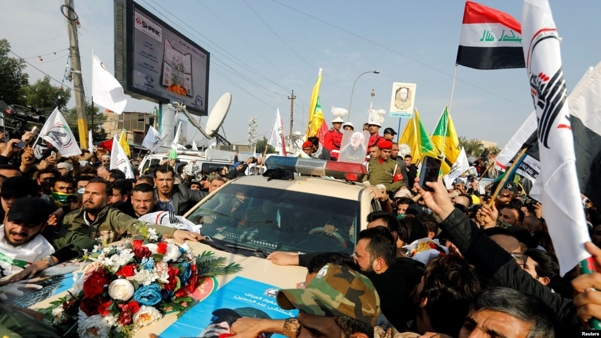 Тысячи жителей Ирака прощаются с иранским генералом Солеймани