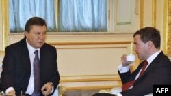 Russian President Dmitry Medvedev (right) drinks tea with Ukrainian President Viktor Yanukovych at the Kremlin.