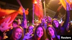 Активісти на вулиці в місті Пале святкують результати референдуму про День Республіки Сербської, Боснія і Герцоговина, 25 вересня 2016 року