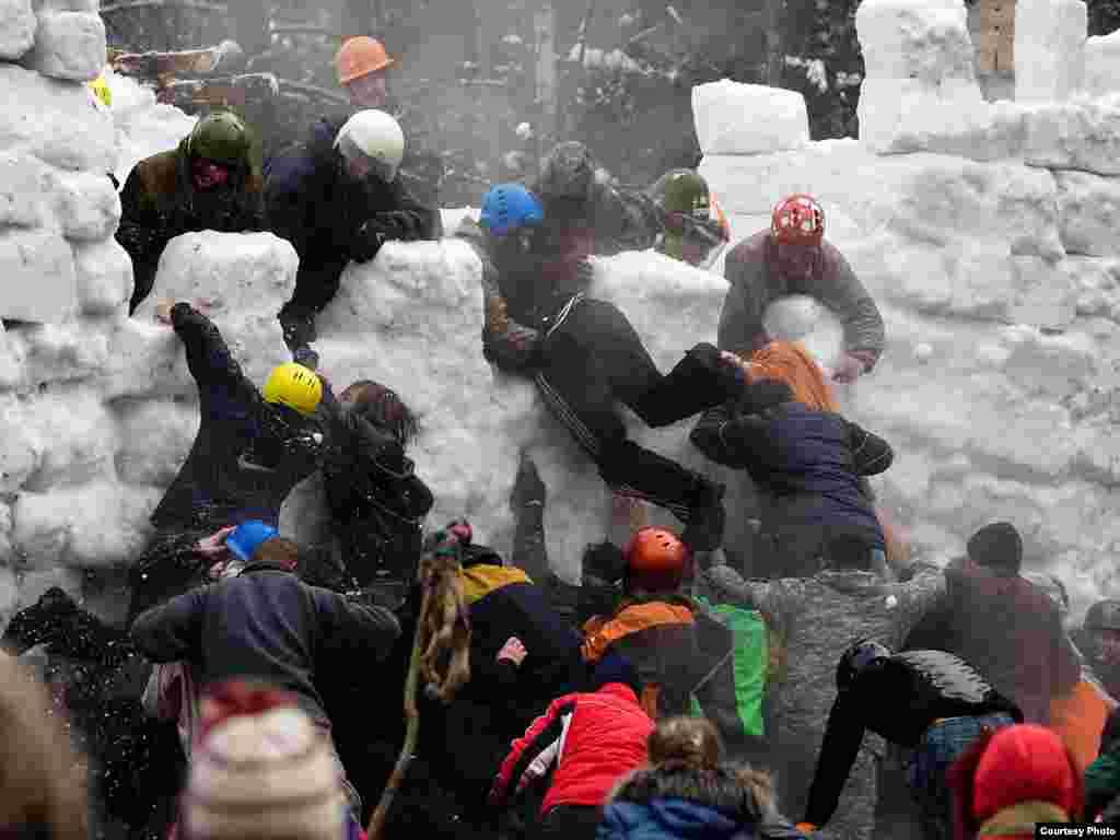 Масленичные гуляния. Взятие снежной крепости