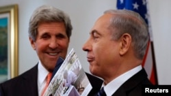 Госсекретарь США Джон Керри и премьер-министр Израиля Биньямин Нетаньяху после переговоров в Иерусалиме 23 мая 2013 года