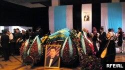 Күйші Қаршыға Ахмедияровпен қоштасу рәсімі. 8 маусым 2010 жыл.