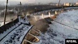 В Петербурге при демонтаже рухнула крыша СКК
