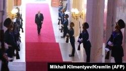 Владимир Путин прибывает на церемонию инаугурации, знаменующей вступление в должность президента России. Москва, 7 мая 2018 года.