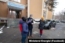 Virgil Popescu nu deține niciun autoturism, potrivit declarației de avere.