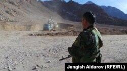 Баткендеги Көк-Таш - Ак-Сай –Тамдык жолунун курулушу 11-январдагы кыргыз-тажик чек арачыларынын ок атышуусунан кийин токтоп калган.
