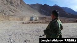 Кыргыз-тажик чек арасы. Аксай айылы, Баткен облусу. 11.1.2014.