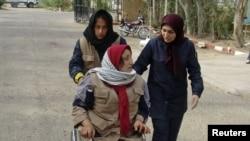 یکی از زخمیان حمله به اردوگاه اشرف. ۸ آوریل ۲۰۱۱.