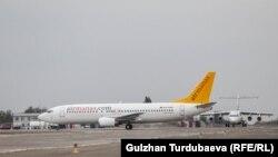 Самолет авиакомпании Air Manas в аэропорту «Манас». Архивное фото.