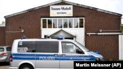 Trupele speciale ale poliției germane fac o razie la centrul Imam Mahdi din centrul Muenster pentru a investiga posibilele legături cu Hizballah, 30 aprilie 2020