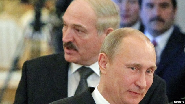 Russian President Vladimir Putin (foreground) and his Belarusian counterpart, Alyaksandr Lukashenka, at the CSTO summit in Moscow