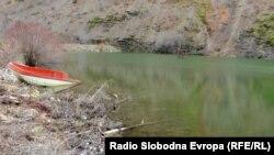 Слатинско Езеро во близината на Охрид.