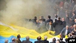 Бійка депутатів під час сесії парламенту, 27 квітня 2010 року