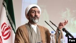 مصطفی پورمحمدی، وزیر دادگستری ایران.
