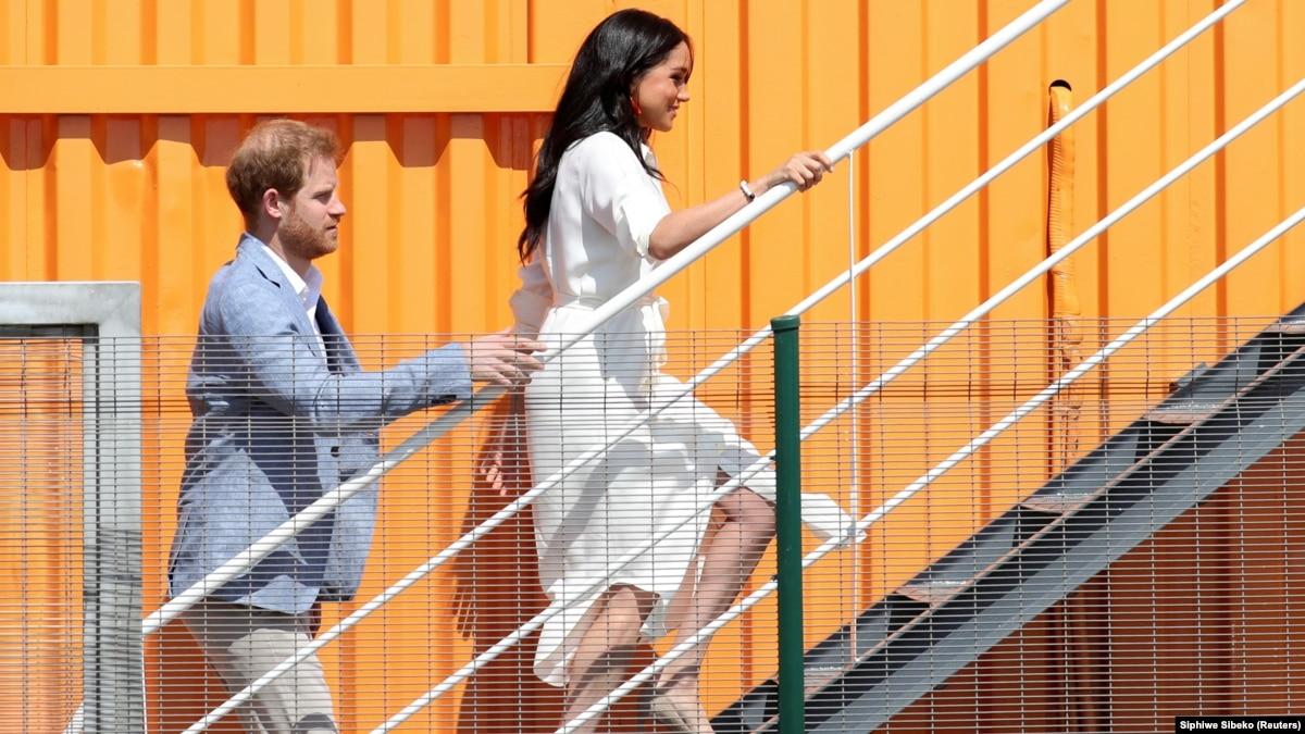 Букингемский дворец отреагировал на решение принца Гарри и Меган Маркл оставить королевскую семью