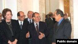Академиянең 2003 елгы җынлышы дөньякүләм танылган галим Роальд Сәгъдиев катнашында уза