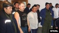 «Ақтөбемұнайгаз – СНПС» компаниясына қарасты мамандандырылған көлік басқармасының жүргізушілері. Жаңажол, Ақтөбе облысы, 22 наурыз 2010 жыл.