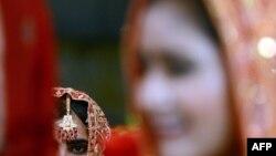 Пакистанская девушка в одежде невесты. Иллюстративное фото.