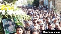 مراسم تشییع جنازه مجتبی احمدی؛ عکس از وبسایت «کمال مهر»