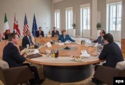 Міні-саміт за участі президента США Барака Обами, канцлера ФРН Анґели Меркель, прем'єр-міністра Великої Британії Девіда Камерона та голови уряду Італії Маттео Ренці у Ганновері. 25 квітня 2016 року