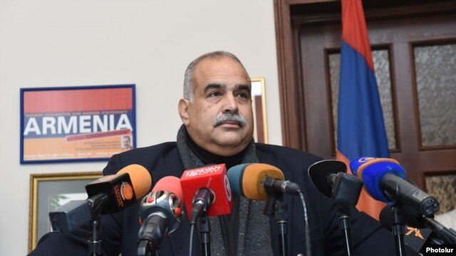 "Armenia -- Raffi Hovhannisian, the leader of opposition ""Zharangutyun"" (Heritage) party gives a press conference, Yerevan, 21Nov2014"