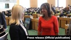 Ministrja e Integrimit Evropian, Dhurata Hoxha dhe raportuesja e Kosovës për liberalizimin e vizave, Tanja Fajon.