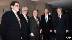 S lijeva na desno: Ričard Holbruk, Franjo Tuđman, Alija Izetbegović, Voren Kristofer i Slobodan Milošević uoči početka mirovnih pregovora u Dejtonu, Ohajo, 31. oktobra 1995. godine.