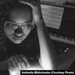 Антуанетта Міщенко, піаністка з Майдану