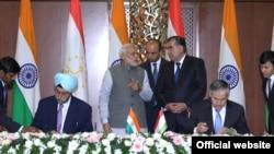 Церемония подписания соглашений о сотрудничестве между Таджикистаном и Индией. Архивное фото