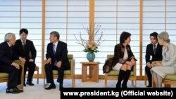 Президент Атамбаев Жапонияга расмий сапарында император Ахито менен сүйлөшүүдө, 26.02.2013