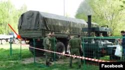 Неизвестные в военной форме на территории парка у Головинских прудов