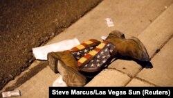 Біля місця нападу в Лас-Вегасі, 1 жовтня 2017 року