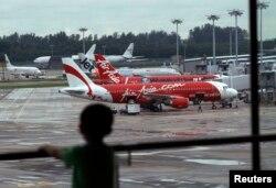 هواپیماهای ایر-آسیا در فرودگاه چانگی سنگاپور؛ مقصد پرواز ۸۵۰۱