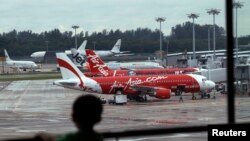 AirAsia-ի ինքնաթիռները օդանավակայանում, արխիվ