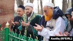 Сулдан: Ильяс Җиһаншин, Камил Сәмигуллин, Ридәүл Хак (Radha ul Haq)