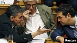 Euclid Tsakalotos, Nikos Paraskevopoulos i Aleksis Cipras u parlamentu