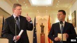 Архивска фотографија: Еврокомесарот за проширување Штефан Филе и премиерот Никола Груевски.