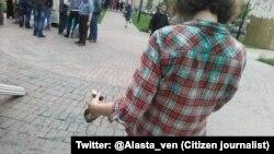 Активістка, облита зеленкою у Москві. 31 травня 2015 року