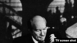 """Кадр из фильма """"Ленин в Париже"""""""