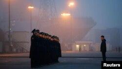 Російські моряки на березі біля «Містраля» в Сен-Назері, фото 25 листопада 2014 року