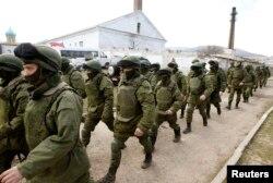 Қырымды басып алған Ресей әскері. Симферополь, 14 наурыз 2014 жыл. (Көрнекі сурет)