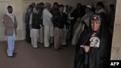 مهاجران افغان که از ایران به افغانستان بازگردانده شدهاند.